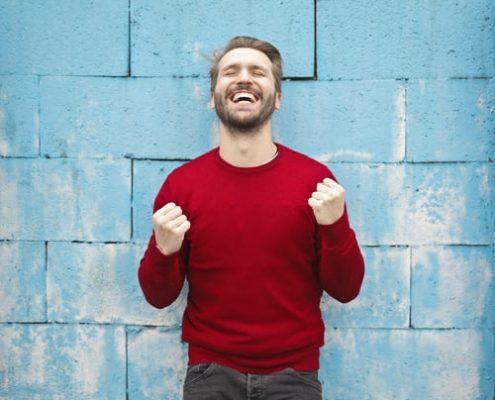 Hidup Bahagia dan Menghindari Sengsara. Laki-laki Bahagia