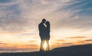Rentang kisah dan seribu pertanyaan tentang cinta