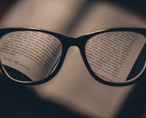 membaca novel fantasi